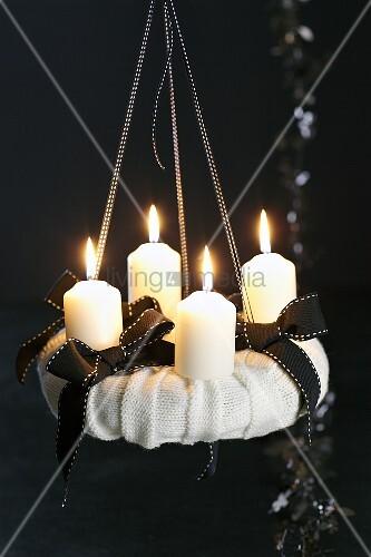 adventskranz in schwarz weiss bild kaufen living4media. Black Bedroom Furniture Sets. Home Design Ideas