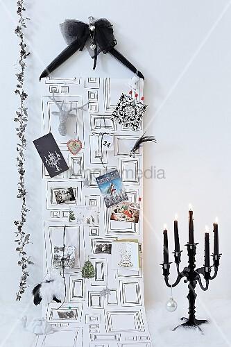 weihnachtliche wanddekoration f r postkarten bild kaufen. Black Bedroom Furniture Sets. Home Design Ideas