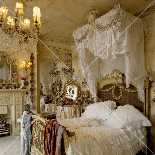 rococo style bedroom a four poster bed with white bedclothes and a