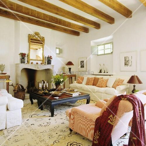 holzbalkendecke deko die neuesten innenarchitekturideen. Black Bedroom Furniture Sets. Home Design Ideas