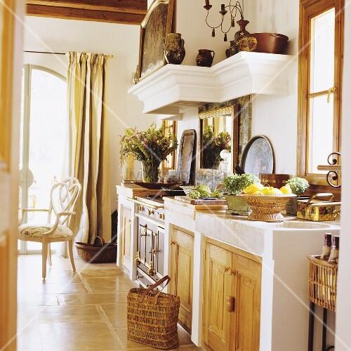 mediterraner haus mit gemauerter k chenzeile bild kaufen living4media. Black Bedroom Furniture Sets. Home Design Ideas