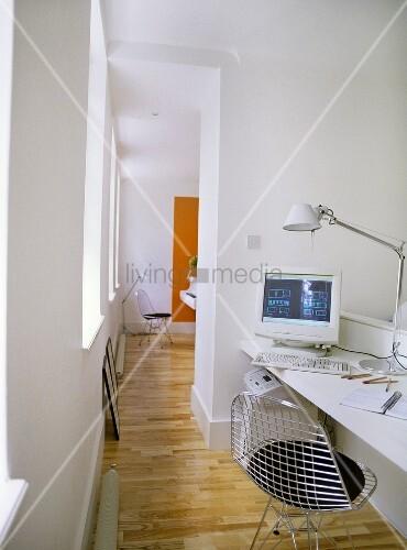 home office im offenen wohnraum bild kaufen living4media. Black Bedroom Furniture Sets. Home Design Ideas