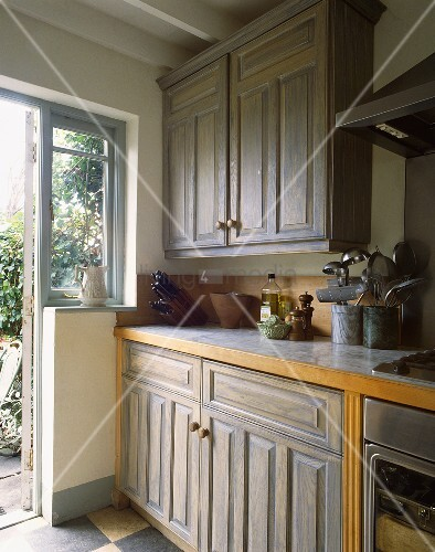 Blaugraue einbaukuche im landhausstil mit beige blauem for Einbauküche landhausstil