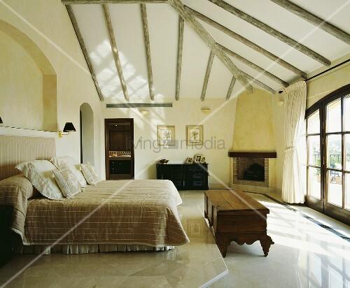 designer doppelzimmer mit marmorboden bild kaufen living4media. Black Bedroom Furniture Sets. Home Design Ideas