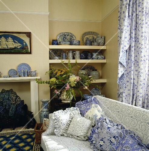 wohnzimmer weis blau