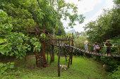 Der Garten mit der Brücke