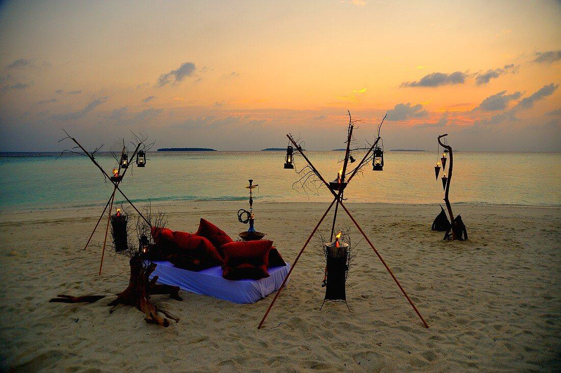 Romantisches Candlelight Dinner am Strand