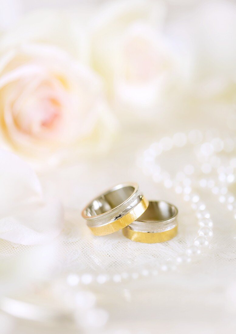 Wedding rings decorated with beads and flowers