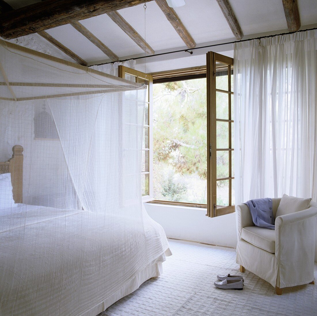 A White Bedroom In A Country House A Buy Image 706353 Living4media