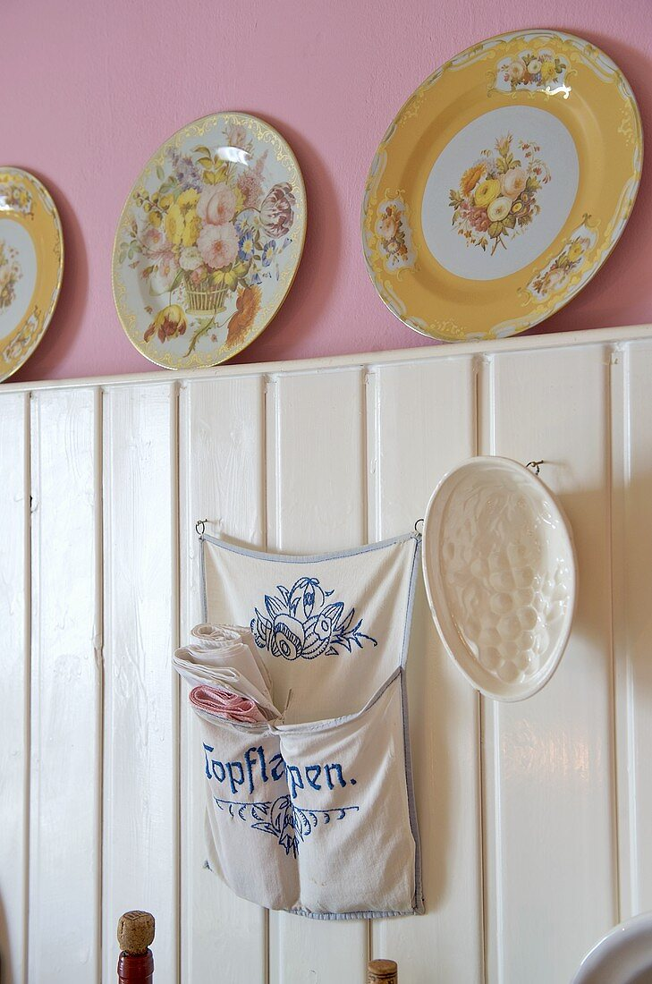 Floral pattern plates on ridge of panelling