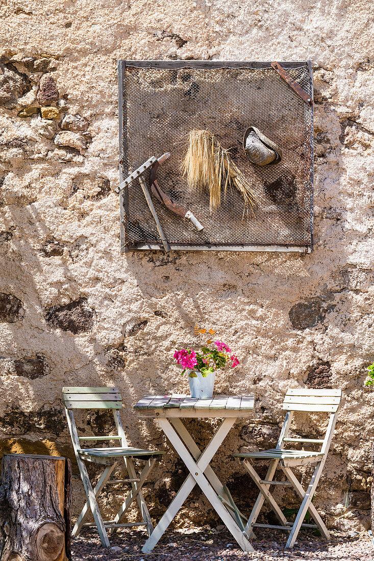 Gemütlicher Platz auf einem Bauernhofcafe, Radein, Südtirol, Alto Adige, Italien
