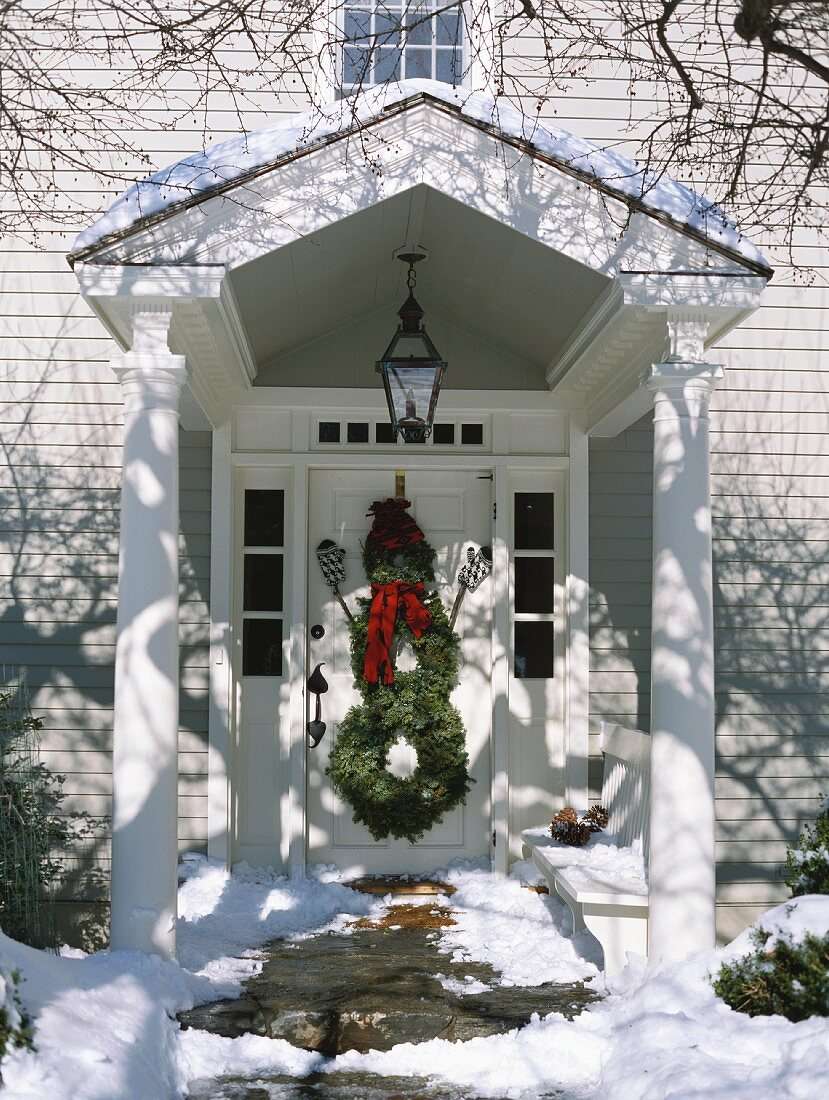 Snowman made from door wreaths (Christmas decoration, USA)