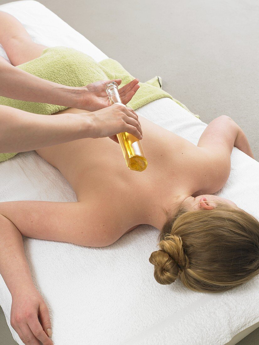 Back massage with massage oil
