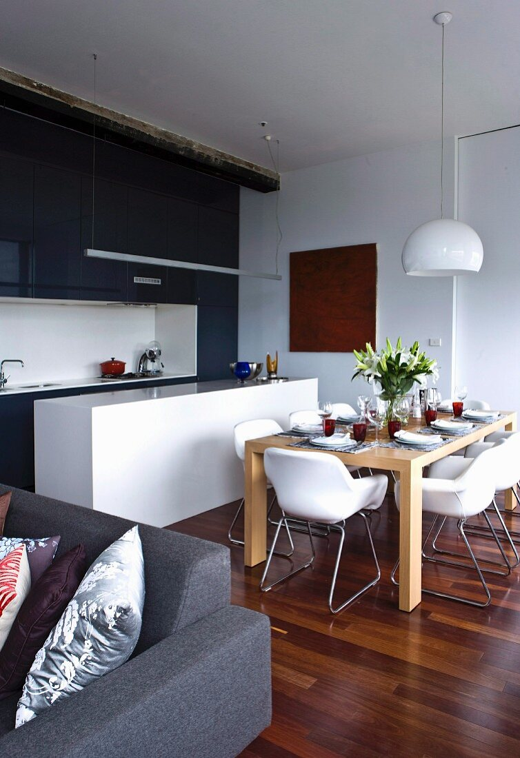 Picture of: Open Plan Interior With Set Dining Table Buy Image 11126935 Living4media