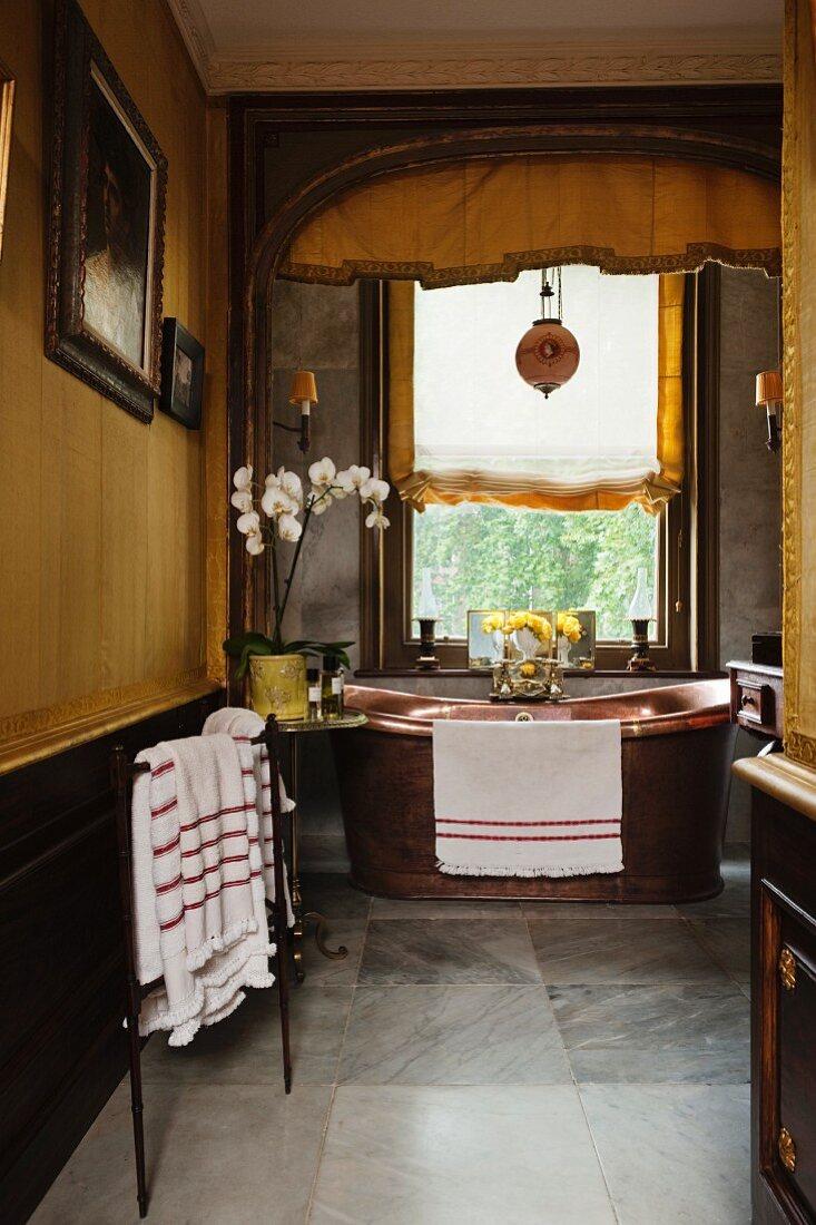 Georgianisches Gelb Getontes Badezimmer Bild Kaufen 11133247 Living4media
