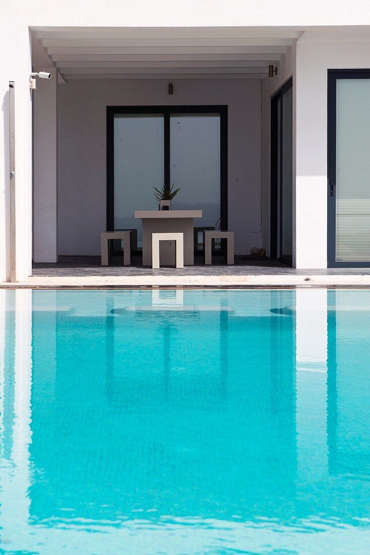 Minimalist ambiance with turquoise swimming pool