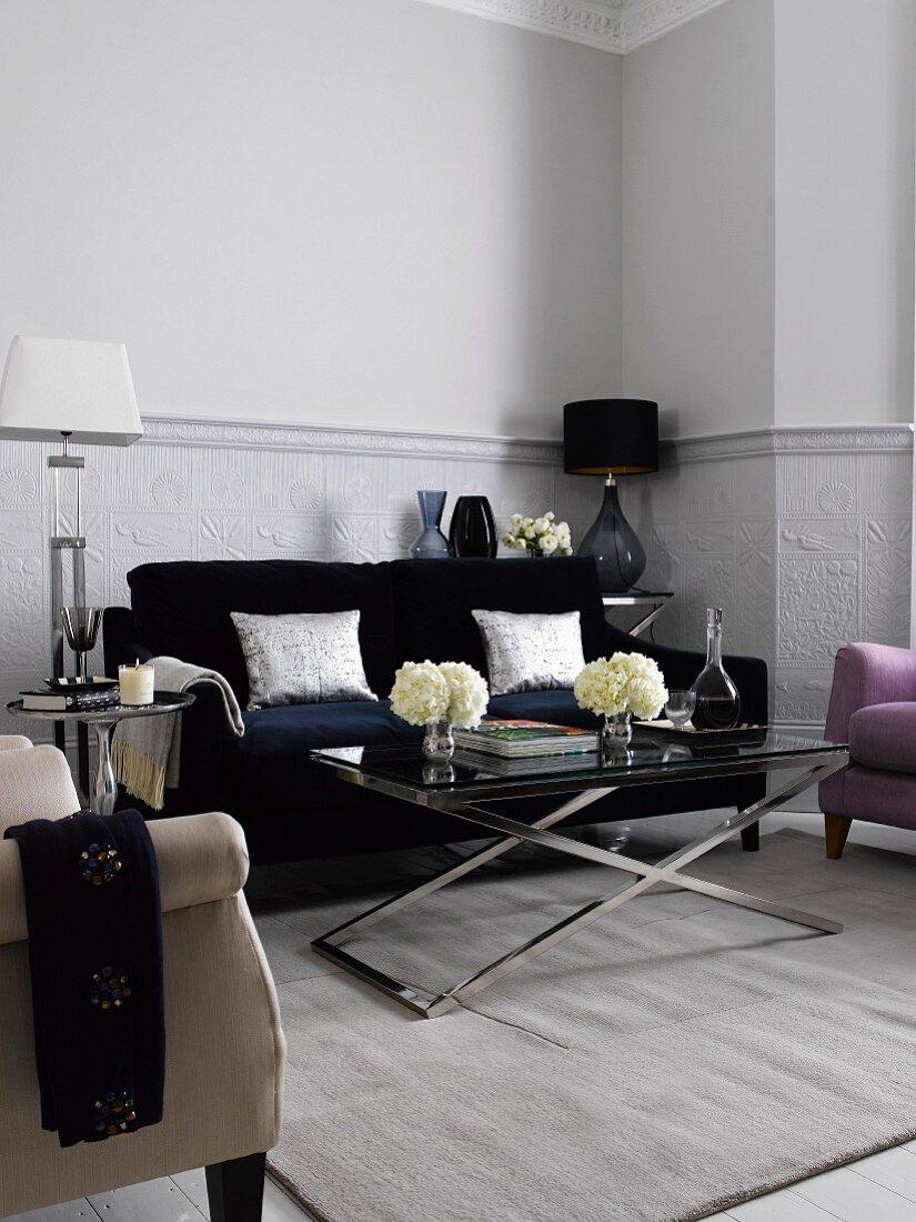 Wohnzimmer mit Sofa, Teppich, … - Bild kaufen - 11144693 ...