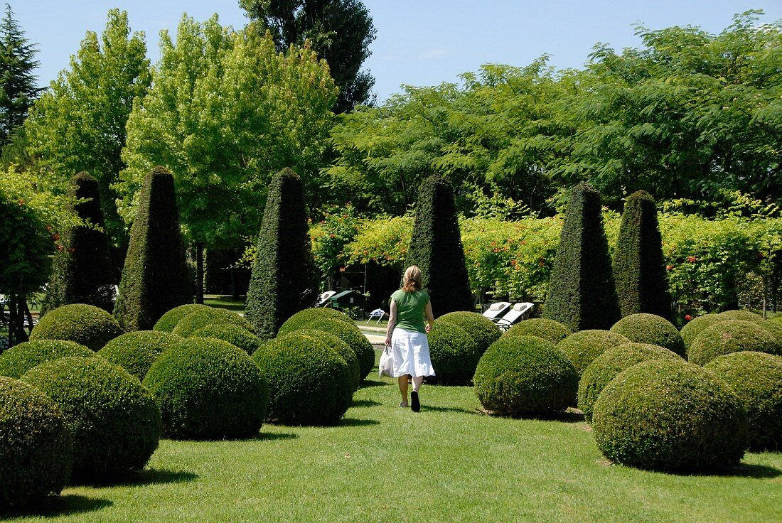Design with Artificial topiary balls