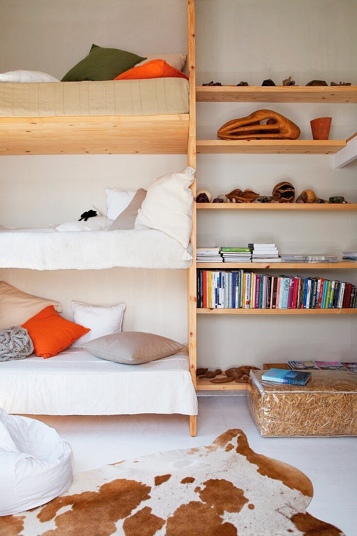 Picture of: Space Saving Bunk Beds Next To Diy Buy Image 11187281 Living4media