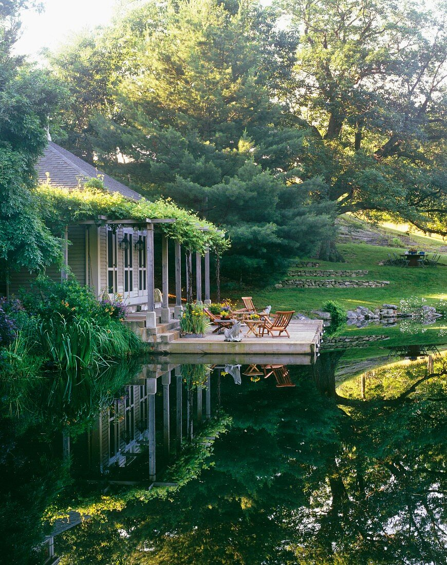 Country house by lake in upstate New Yorks Hudson Valley