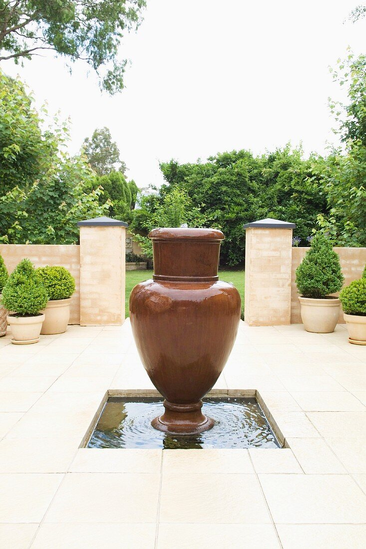 Courtyard With Amphora Shaped Fountain Buy Image 11230041 Living4media