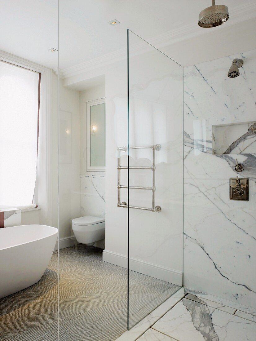 Free Standing Bathtub Towel Rail And Buy Image 11014503 Living4media