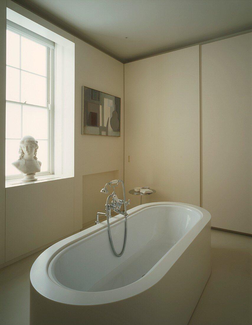 Badezimmer mit einer freistehenden … – Bild kaufen – 20 ...