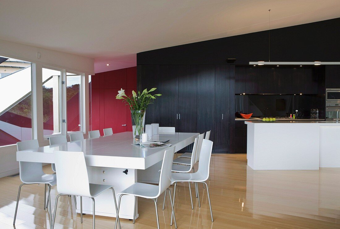 Picture of: White Modern Dining Table And Chairs In Buy Image 11027831 Living4media