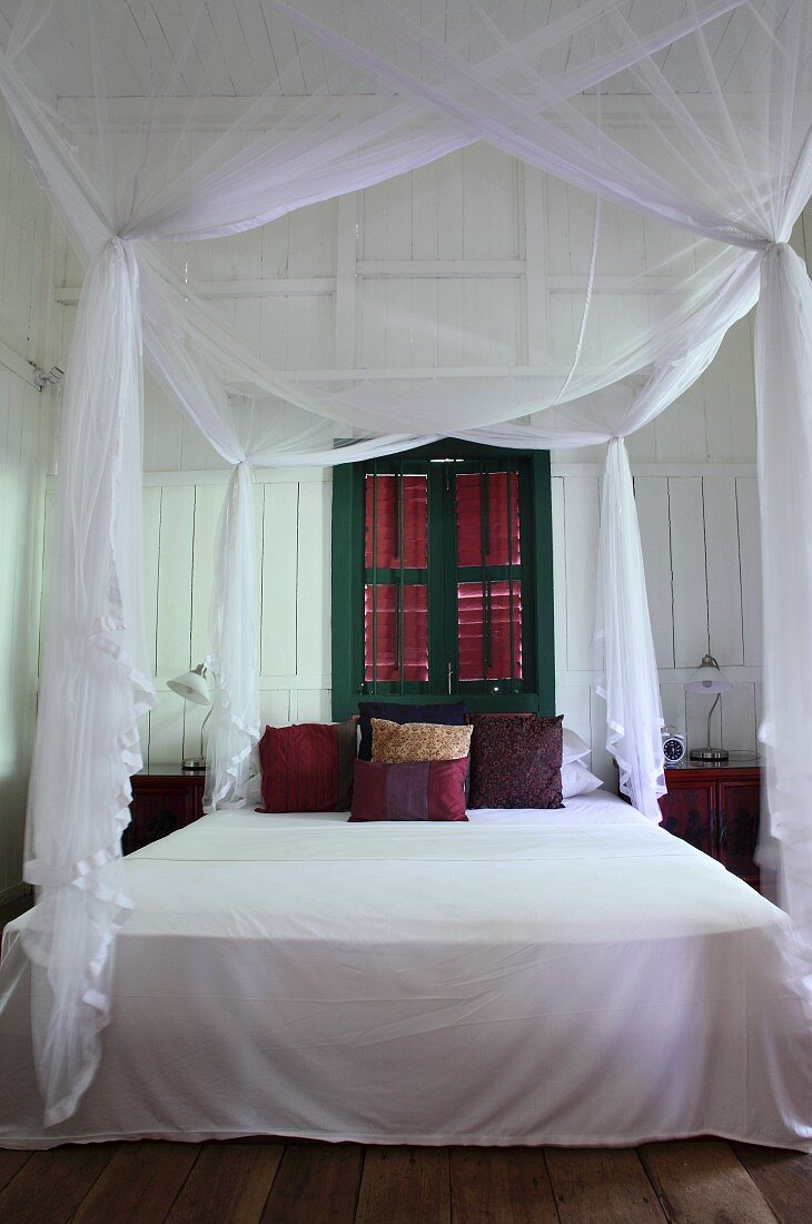 Airy White Fabric Over Canopied Bed In Buy Image 11081315 Living4media