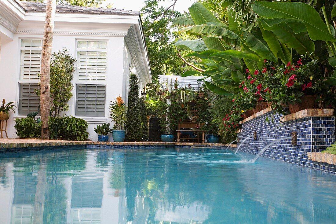 Fountains in backyard pool