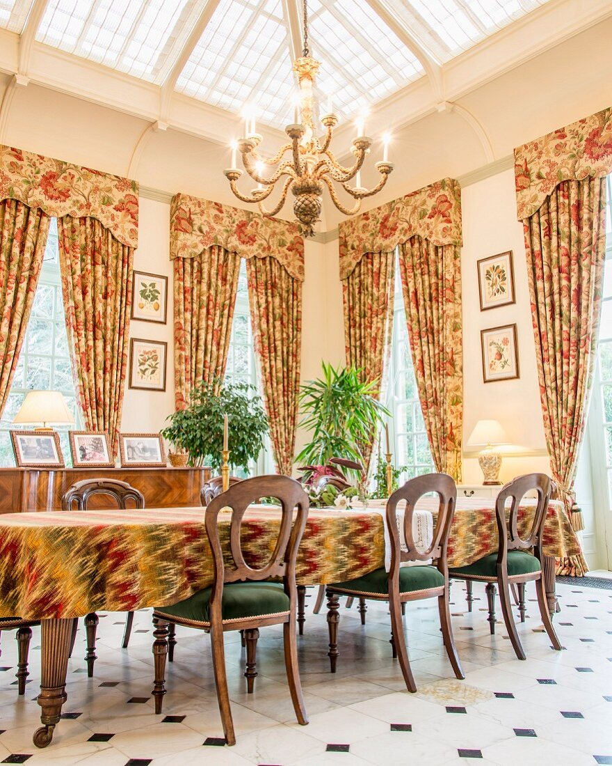 Floral Curtains In Classic Dining Room Buy Image 11450849 Living4media