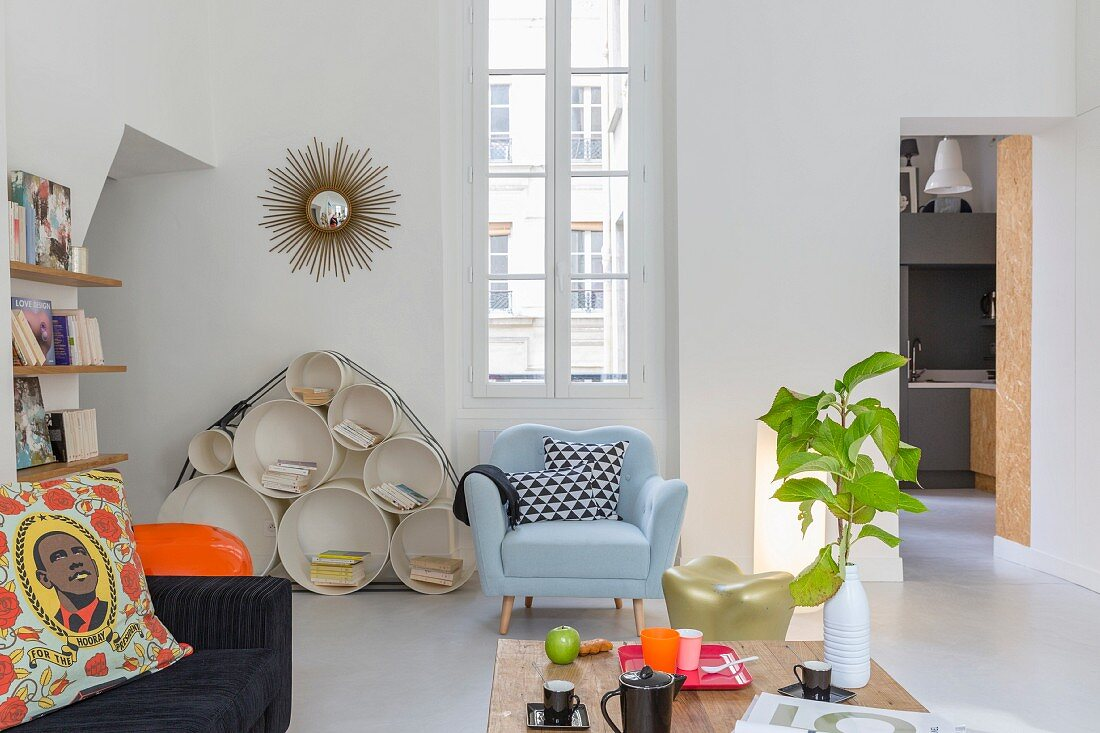 Colourful designer furniture in Pop-Art living room