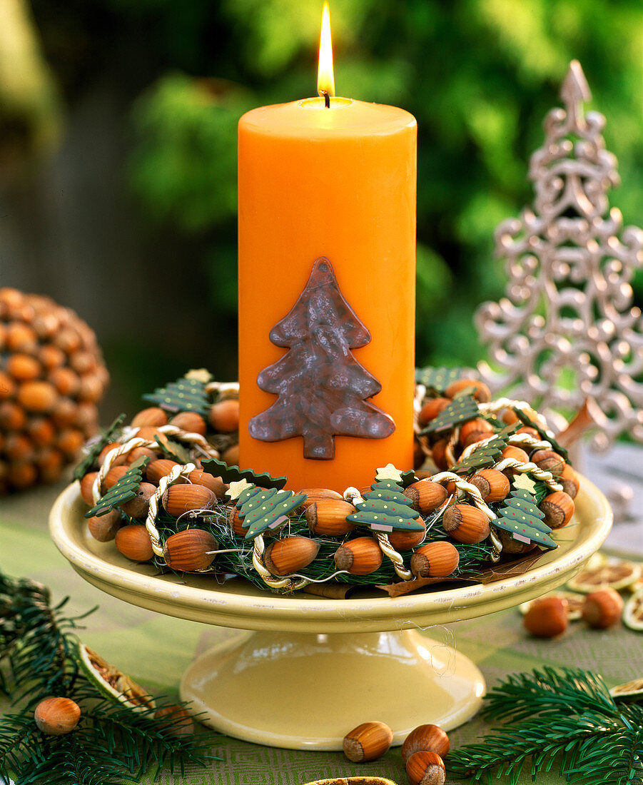 Cake plate with hazelnut wreath and candle