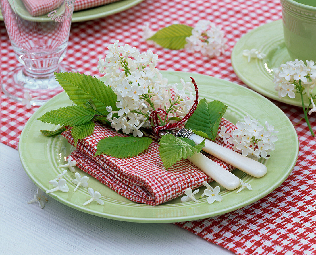 Table decoration with white lilac