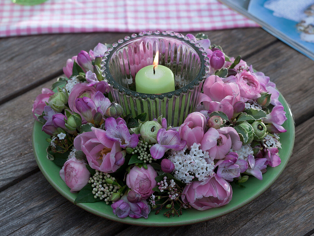 Pink-white scented wreath with lantern
