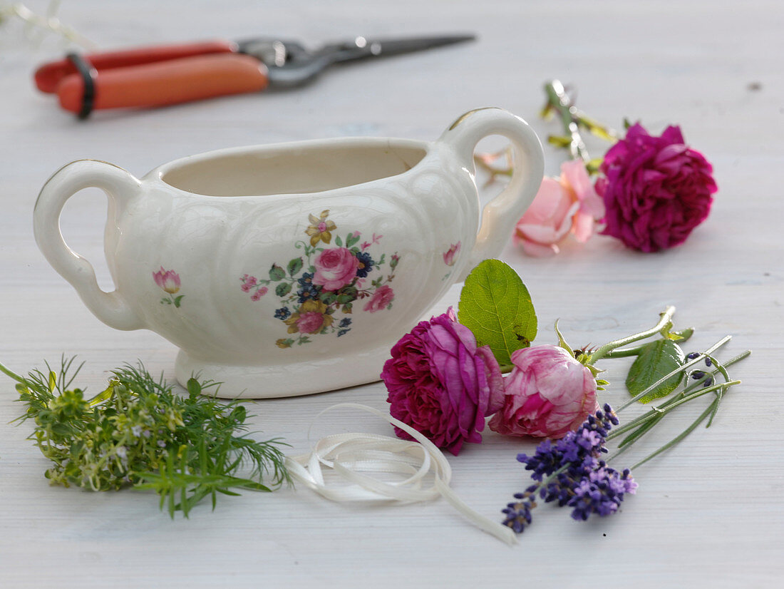 Porcelain sauce boat diverted with roses and herbs