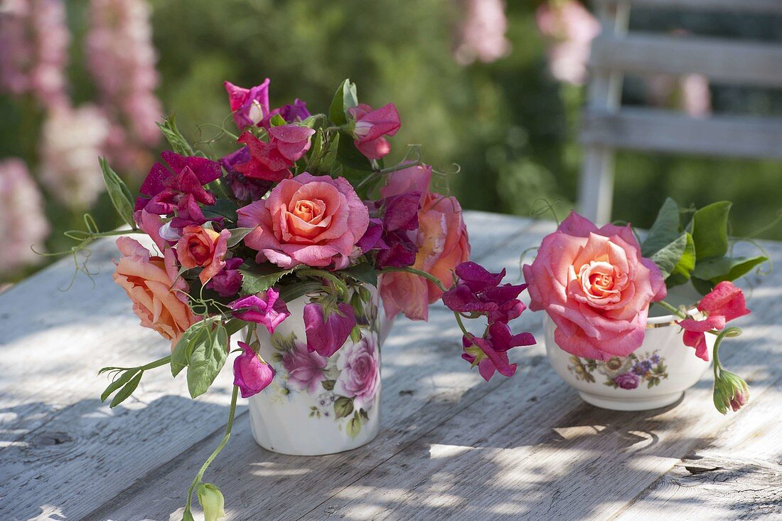 Small bouquet of roses in rose cup