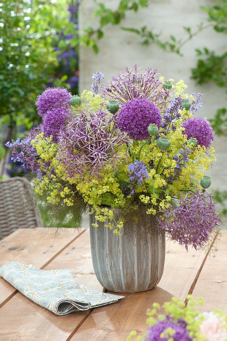 Allium 'Purple Sensation', A. christophii, Alchemilla mollis