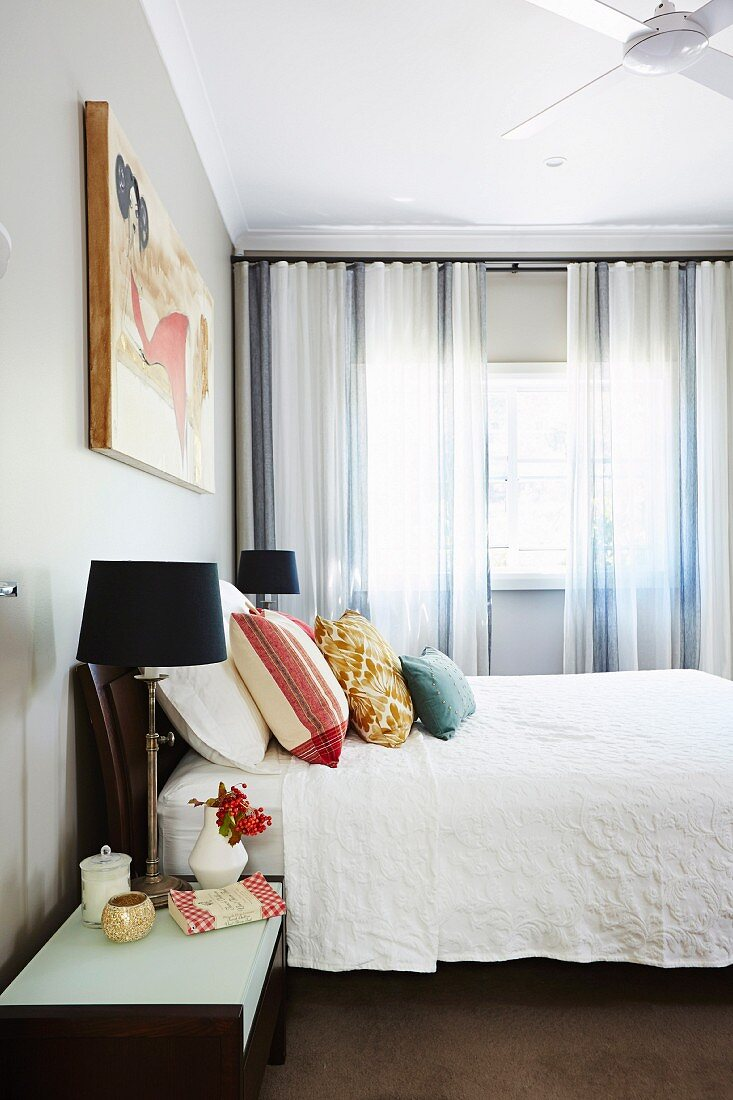 Bedroom With Black Bedside Lamps Throw Buy Image 11966491 Living4media