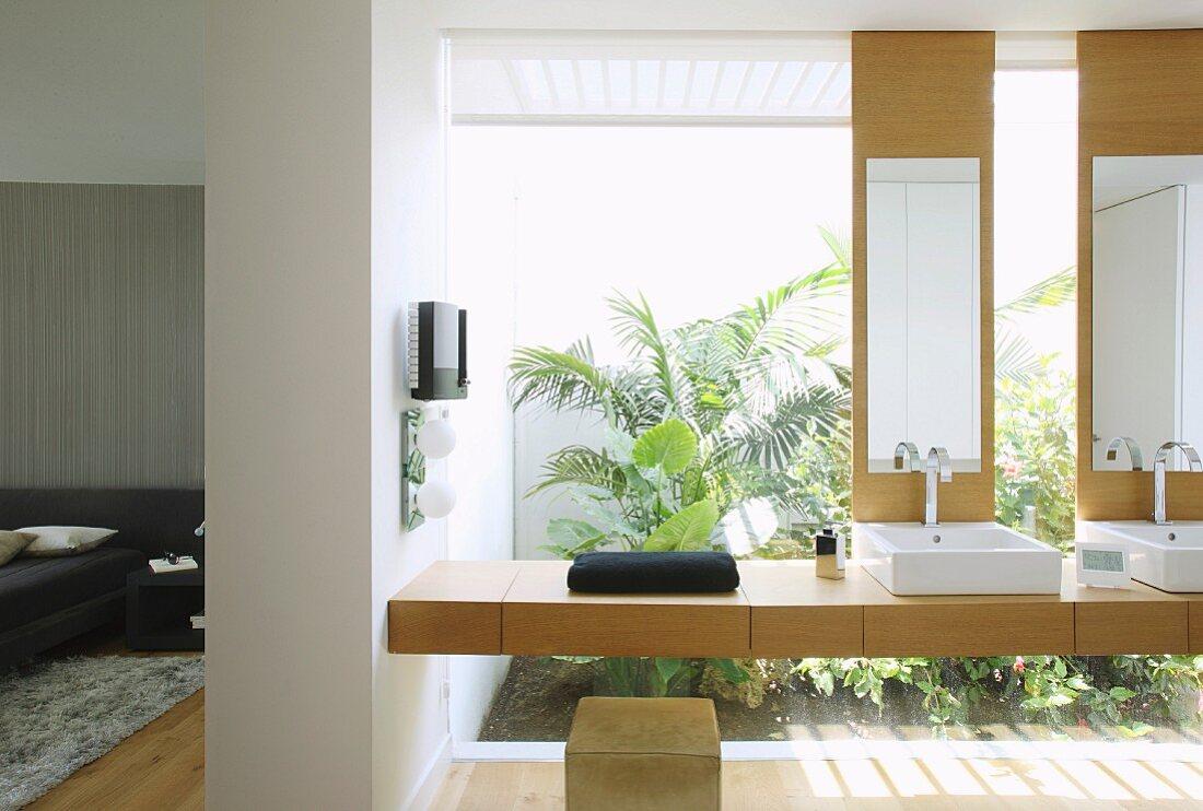 Modernes Badezimmer Mit Glaswand Und Bild Kaufen 11992851 Living4media