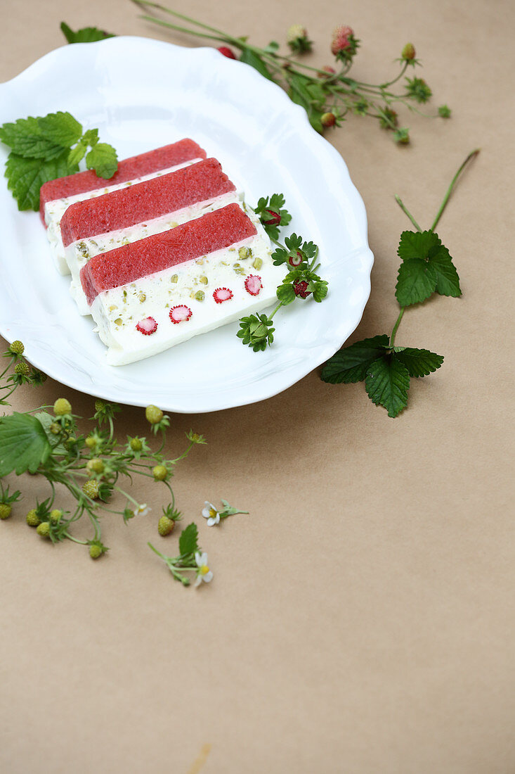 Refreshing terrine of fruits of the forest and pistachios