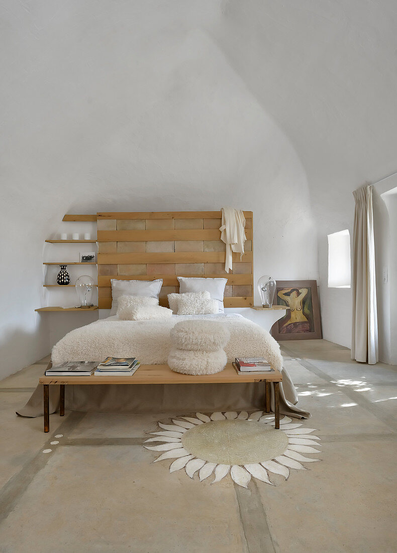 Bedroom in natural shades with high ceiling