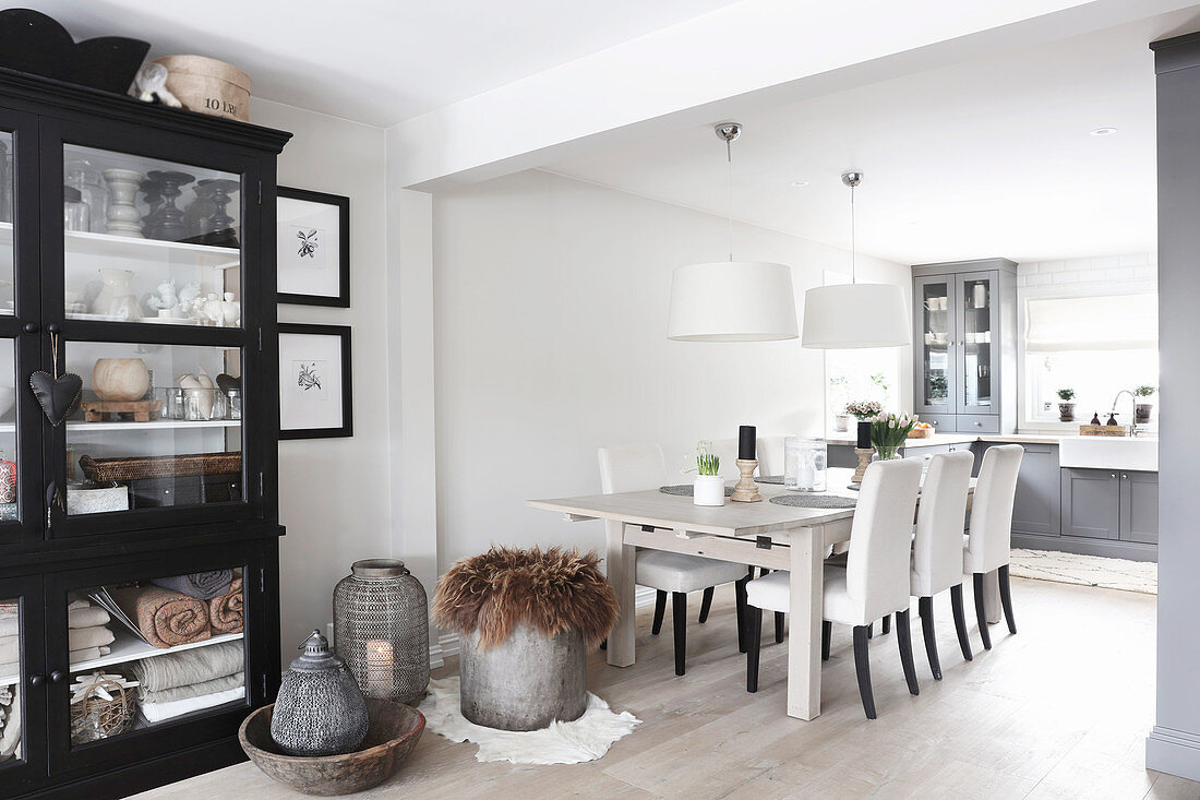Dining Table And Upholstered Chairs In Buy Image 12472623 Living4media