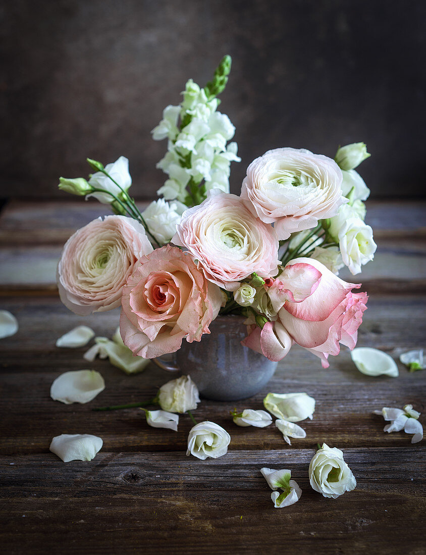 Bouquet of ranunculus and roses