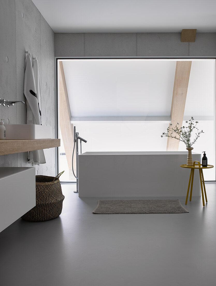 Free Standing Bathtub In Modern Bathroom Buy Image 12486655 Living4media