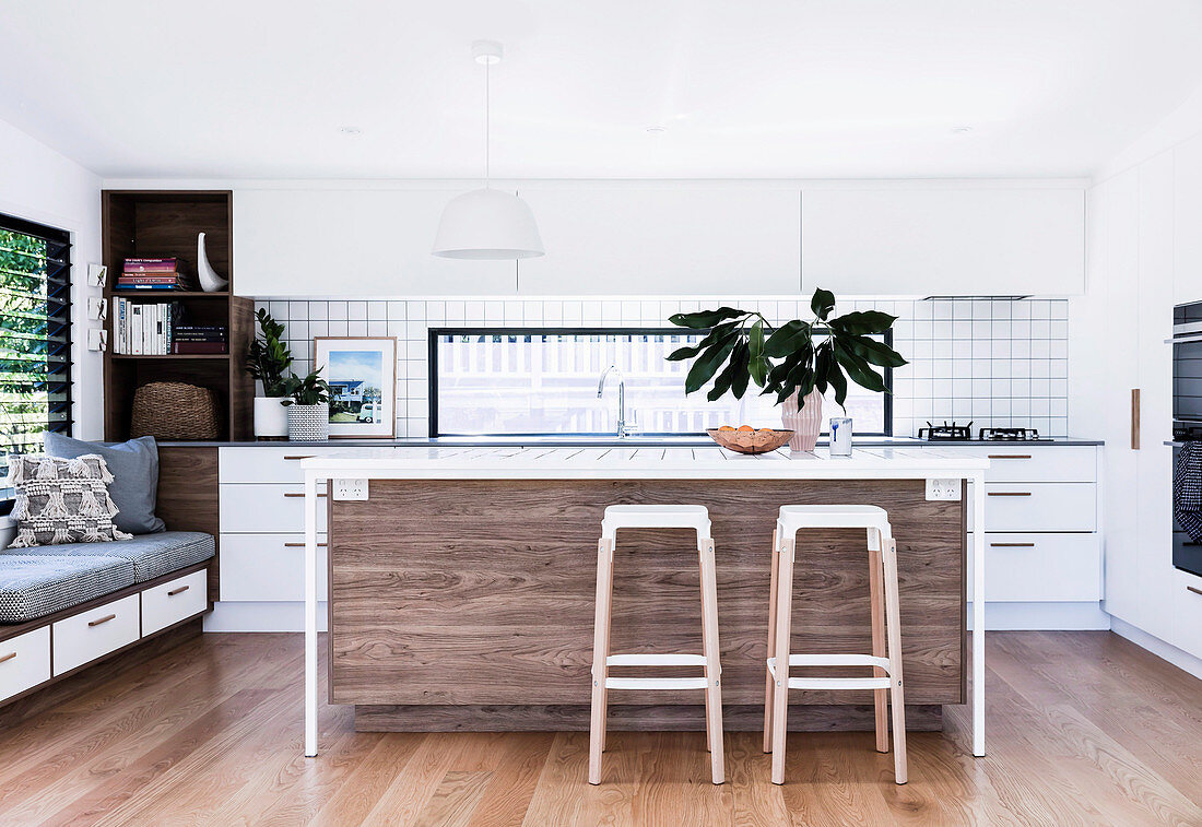 Picture of: Open Kitchen With Kitchen Island And Bar Buy Image 12487171 Living4media