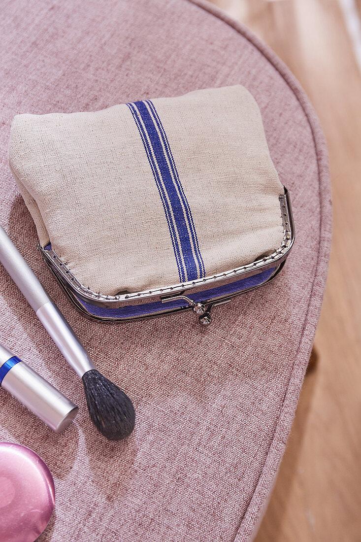 A mini DIY clutch made from linen