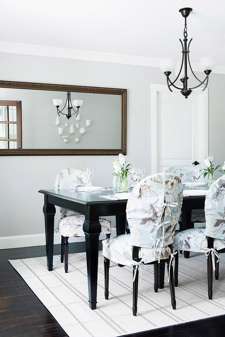 Elegant Dining Area Dark Table Chairs Buy Image 12559875 Living4media