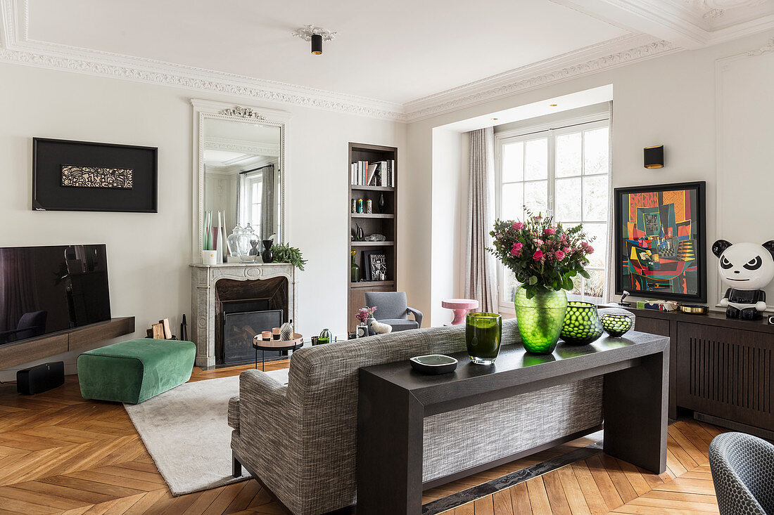 Modern furniture in living room with herringbone parquet floor and stucco ceiling