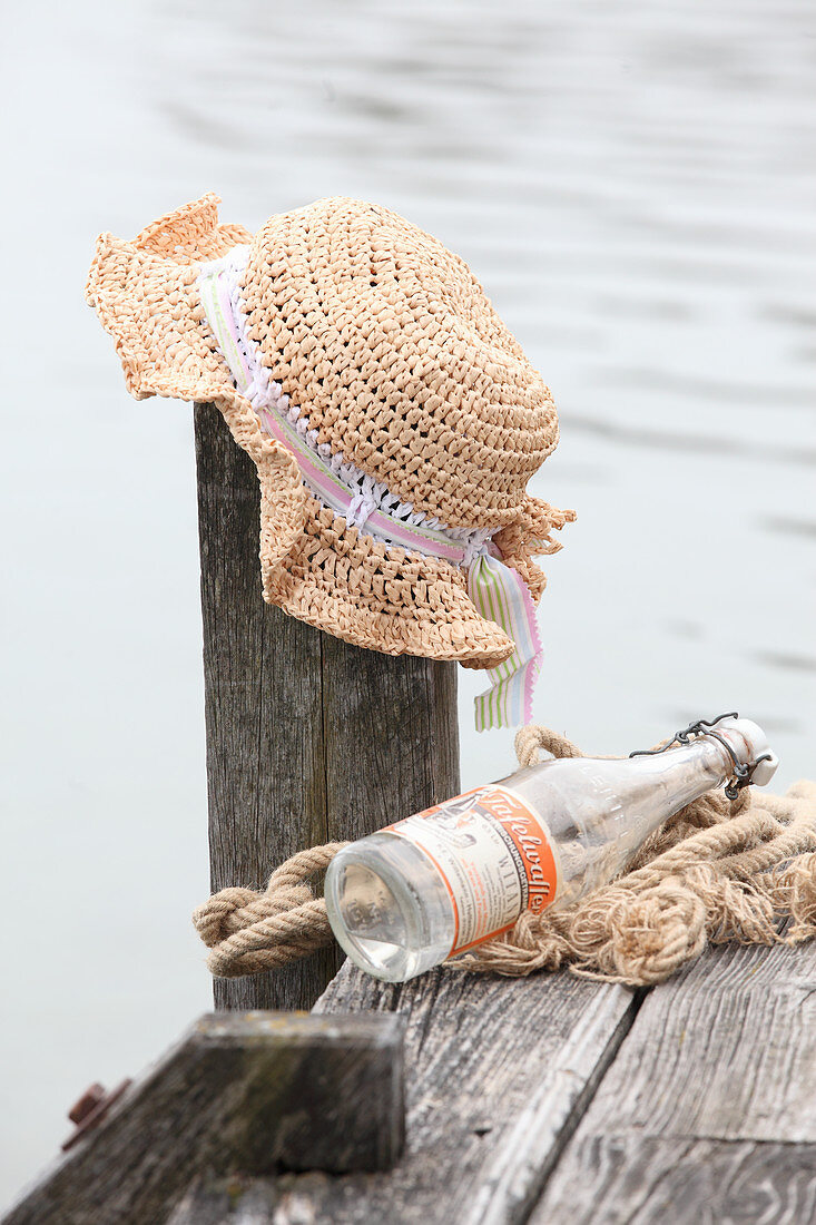 Crocheted raffia summer hat